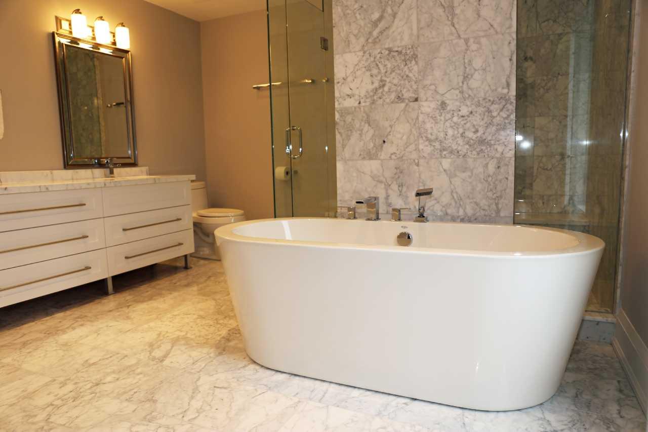 Bathtub (Bathroom Renovation Tips & ideas)
